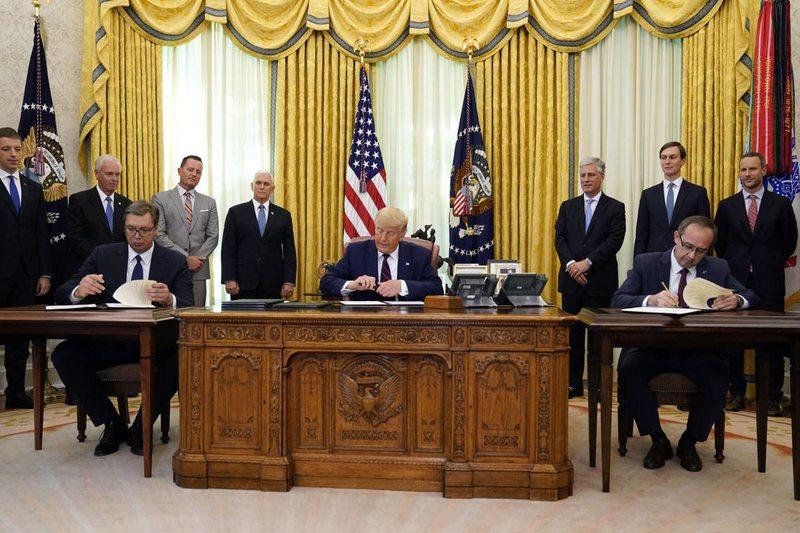 Donald Trump reagon për paktin Kosovë-Serbi, Grenell paralajmëron