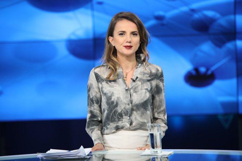 Rudina Hajdari sfidon PD-PS, propozon draft të ri për hapjen e