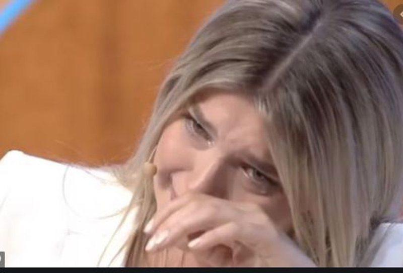 """""""Unë u vesha me të bardha dhe ika"""", Arilena Ara flet"""