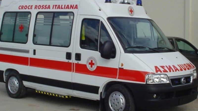 Aksident në Berat, dy persona dërgohen me urgjencë në