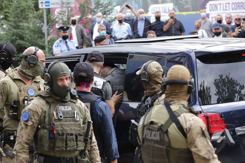 Forcat e EULEX bastisin zyrat e Organizatës së Veteranëve të