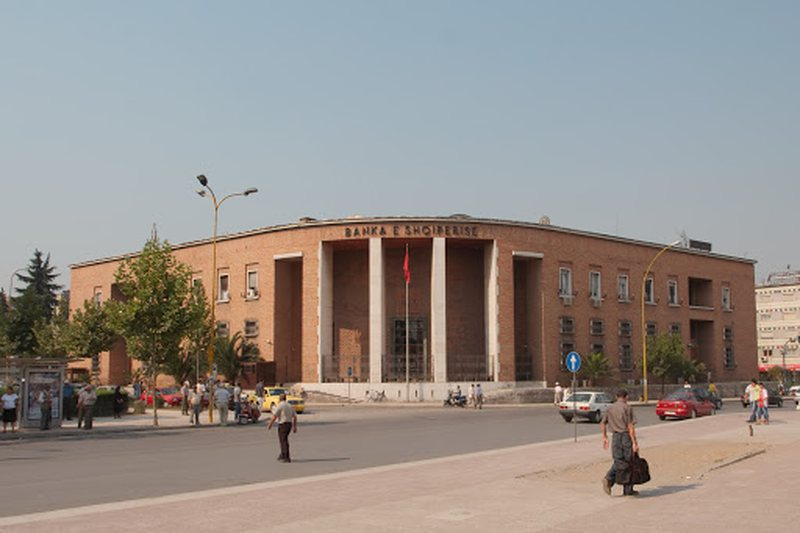 Bank of Albania report, non-bank institutions that rob Albanians thrive during
