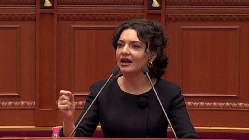 Elisa Spiropali publikon videon e Gazment Bardhit dhe Monika Kryemadhit që