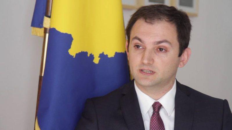 Reagon ambasadori Gashi: Më sfidoni në gjykatë, jo përmes