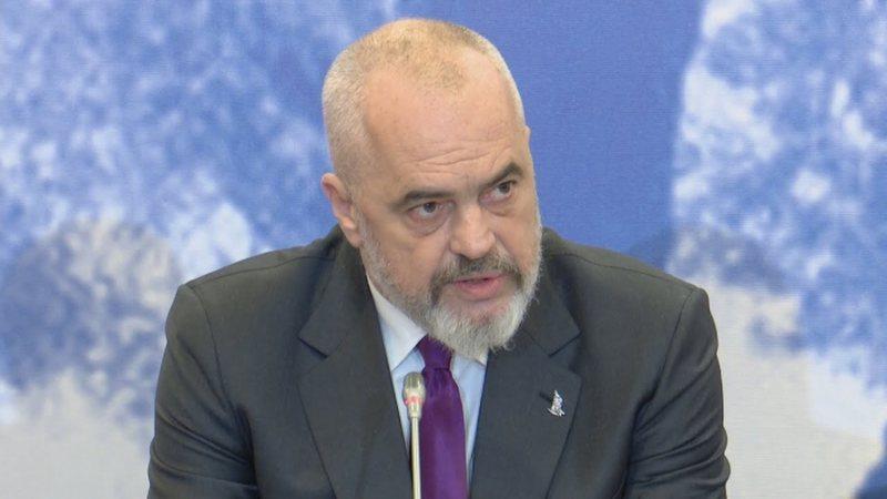 Oliver Varhelyi kërkoi që Parlamenti të presë, reagon