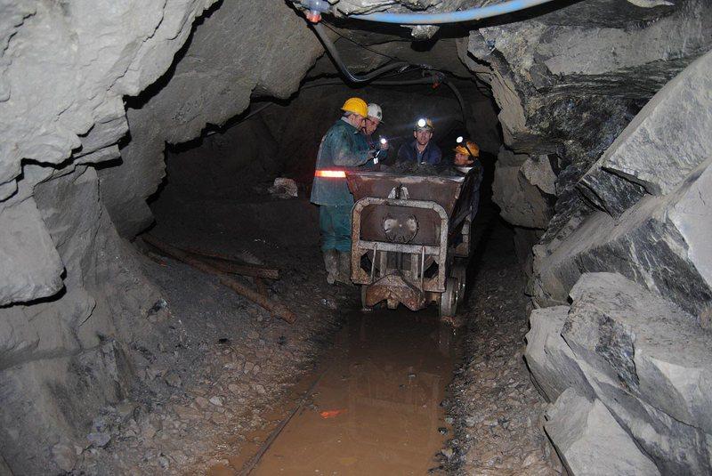 Zbardhet lista, 267 naftëtarë, minatorë dhe metalurgë
