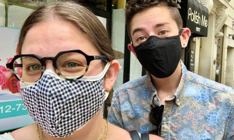 E thonë mjekët: Maskat e fytyrës duhet të ndërrohen