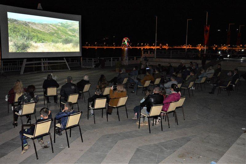 """""""Open Cinema"""" në 4 qytete, larmi filmash artistikë dhe"""