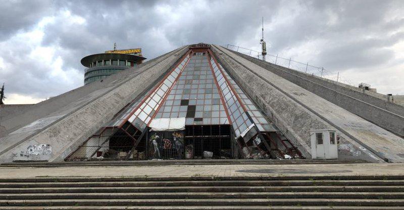 Merr flakë piramida në Tiranë, ja detajet e para