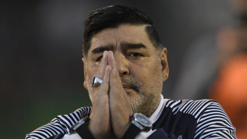 Tronditet futbolli, ndërron jetë legjenda Diego Armando Maradona