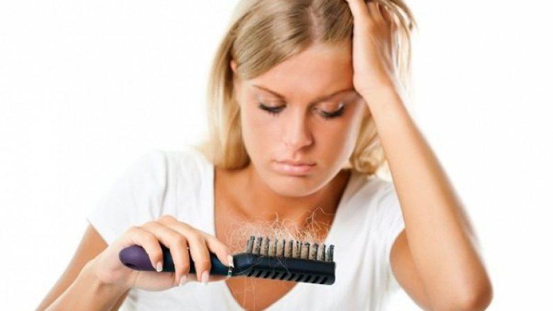 Rënia e flokëve është kthyer në një shqetësim
