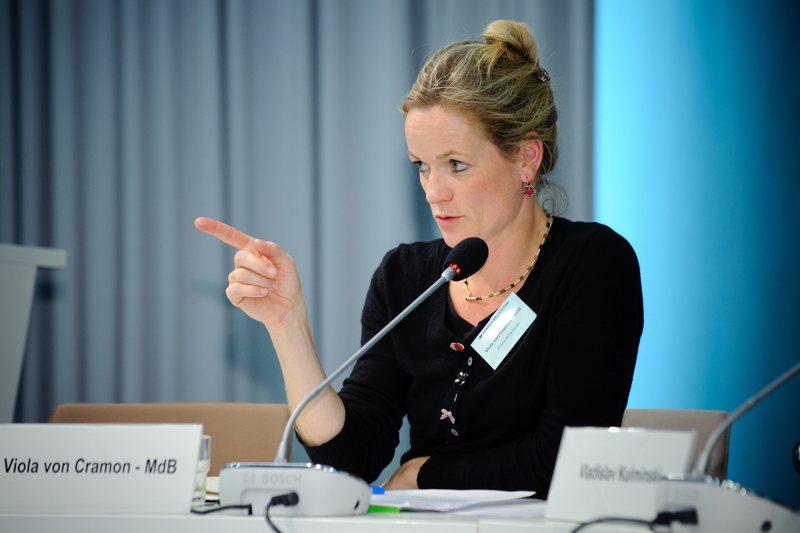 Rapporteur for Kosovo criticizes EU: Citizens demand exact date when visas will