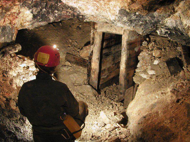 Zbardhet lista e radhës, 188 naftëtarë, minatorë dhe