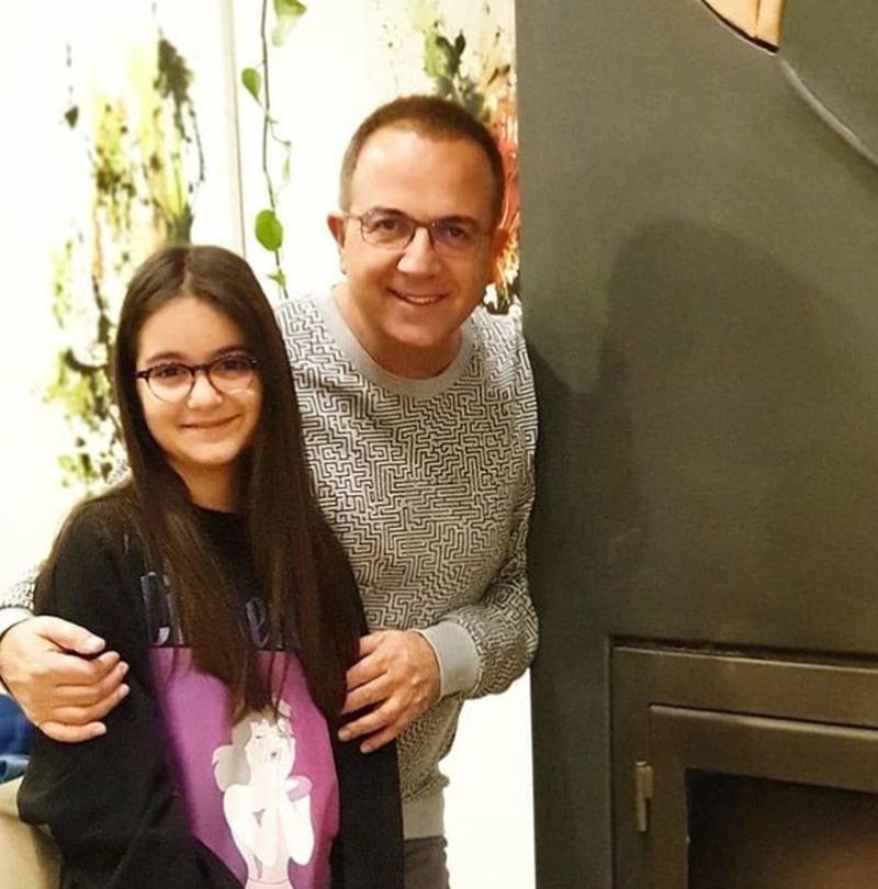 Artiste e lindur/ Ardit Gjebrea publikon videon e së bijës duke
