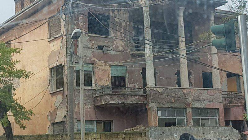 Specialistët: Ndërtesat historike të Tiranës të mos