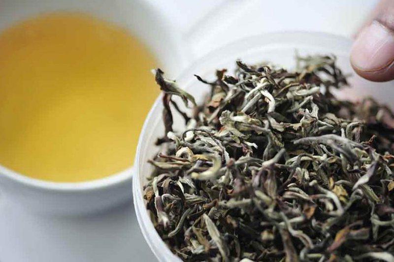 Cili është më i mirë, çaji i bardhë apo jeshil?