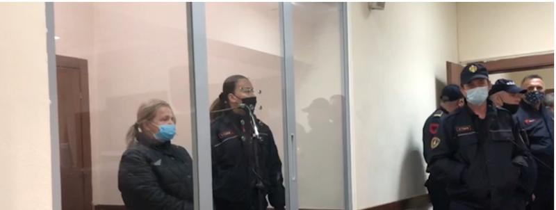 """""""Ka qenë e prekur me COVID"""", avokatët e sanitares që"""