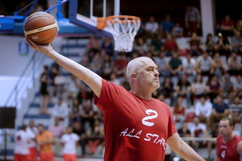 Rama u kritikua se hyri me mik në ekipin e basketbollit, rrëfehet