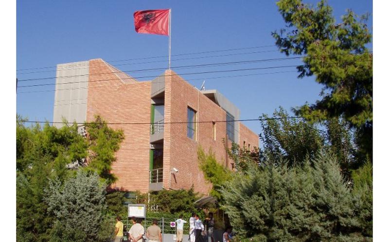 Largimi nga puna i ish-ambasadores Hobdari, gazetari i njohur del me denoncimin