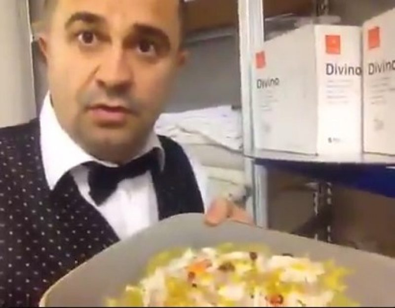 The video scandal that is circulating rapidly / The waiter in the Albanian