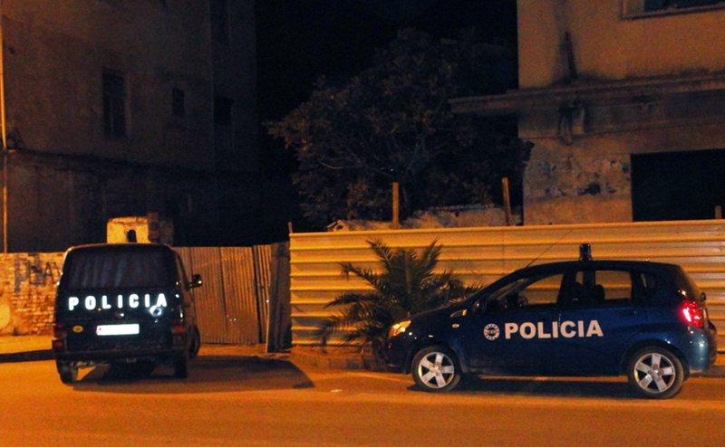 Plas arma, humb jetën i riu në Durrës (DETAJET)