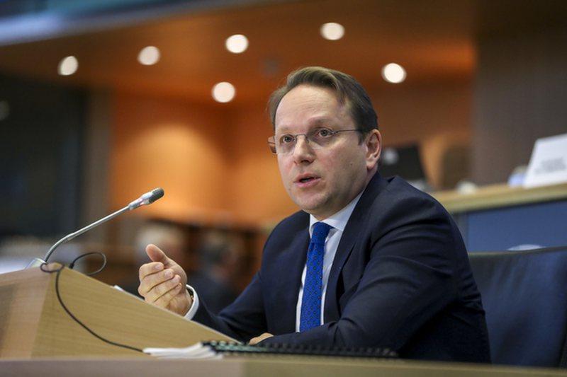 Vaksinimi kundër koronavirusit, Komisioneri Europian për Zgjerimin