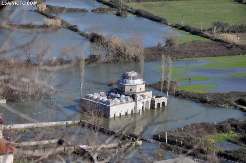 Xhamia e Plumbit monument kulture në Shkodër përmbytet nga uji