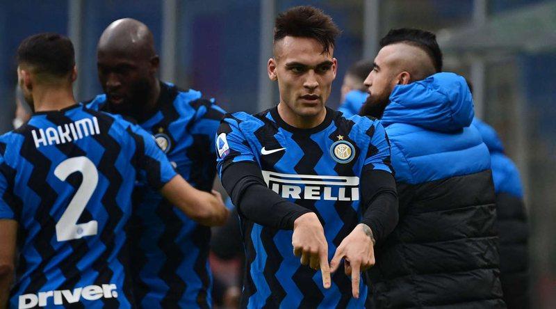 """Interi """"shkel"""" Milanin dhe """"arratiset"""" i vetëm"""