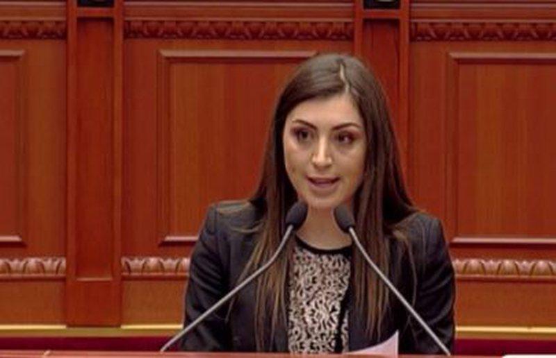 Rama fut deputeten e opozitës në listën e PS për