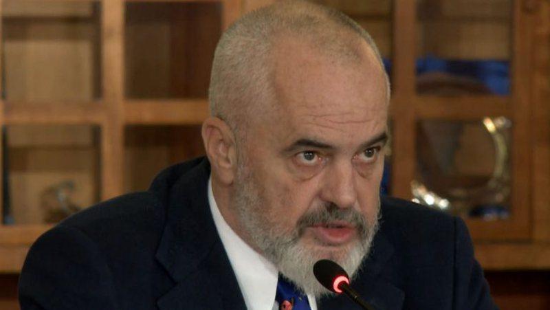"""""""Opozita flet ditën për oligarkët dhe flirton"""
