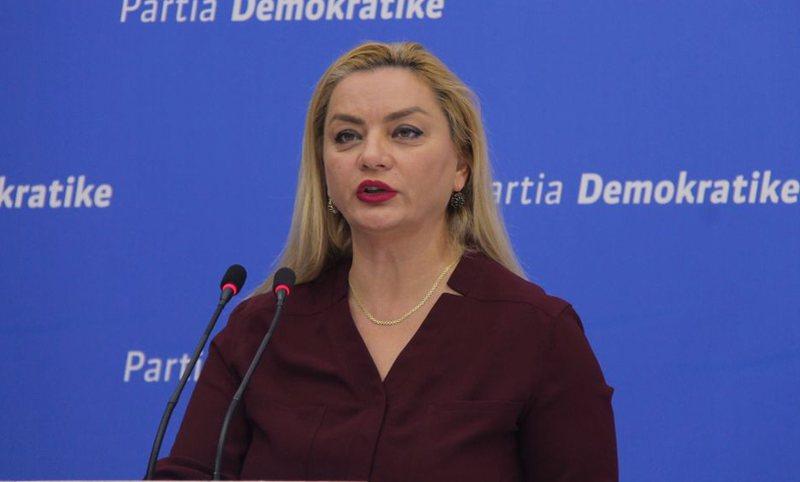 Kërkon vota për t'u bërë deputete, Albana Vokshi