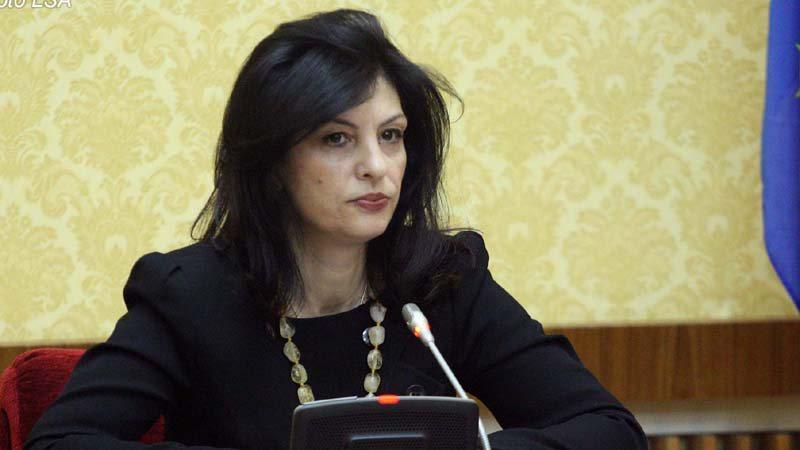 Pas dorëzimit të listës në KQZ/ Jozefina Topalli bën