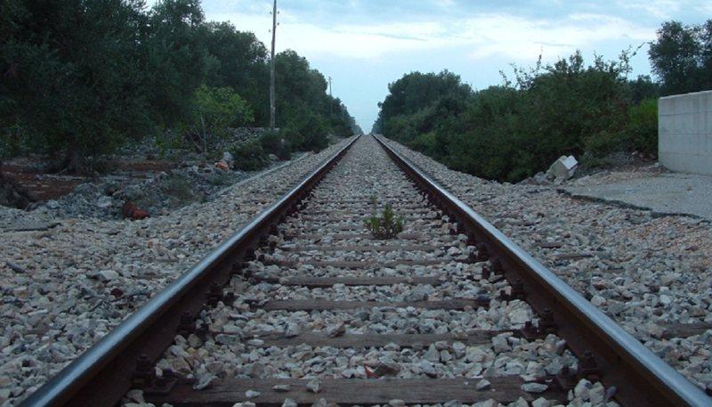 """Rrogozhina, pranë """"Via Egnatia """" dhe shinave të trenit"""