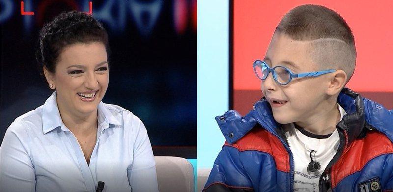 VIDEO/ Djali hyn në emision dhe i bën kërkesën e papritur