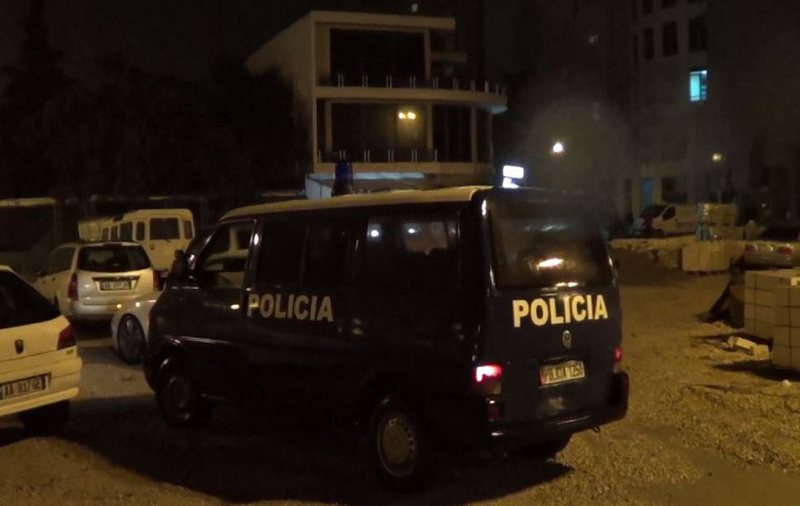 The car of the Police officer is set on fire during the night, a person with a