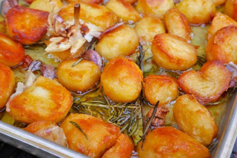 Receta magjike/ Patate të pjekura me limon dhe rozmarinë, do