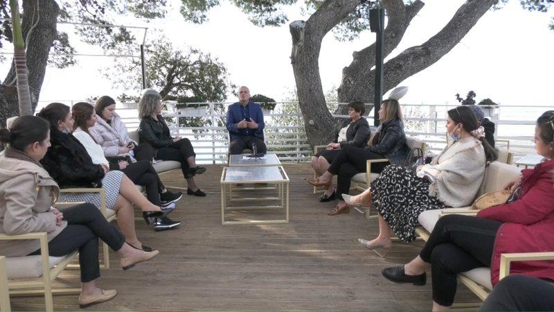 Bujar Leskaj takim me gratë sipërmarrëse në Vlorë: