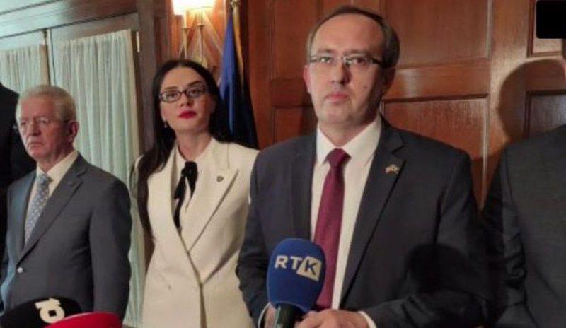 Përplasja që nuk u pa në Washington/ Ministrja shtyn me krah