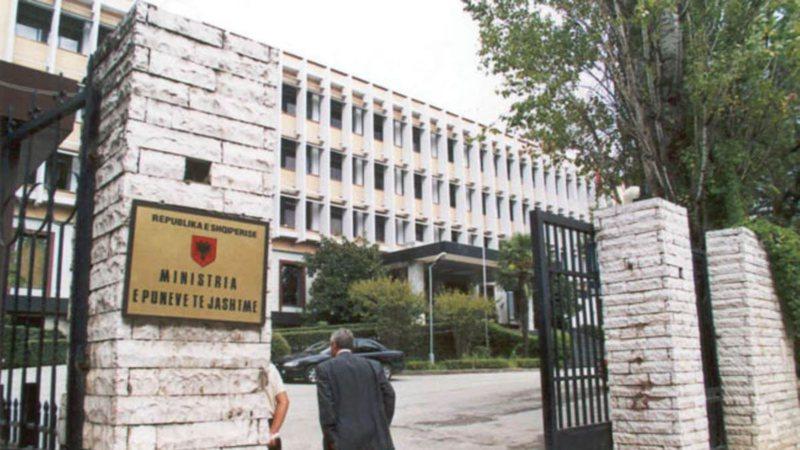 """""""Shqipëria dëbon diplomatin rus"""", ja çfarë"""