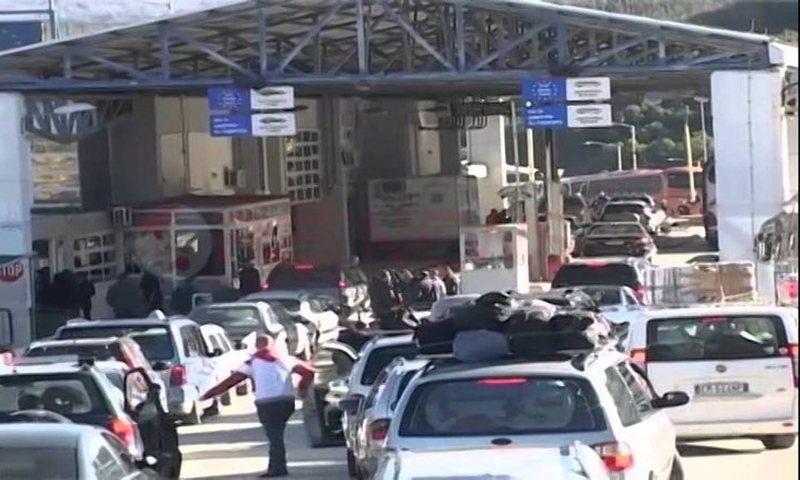 Situatë kaotike ajo që po ndodh në Kakavijë/ Greqia merr