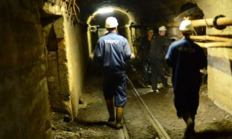 Blocking of the engineer and the workers in the mine, comes the first reaction