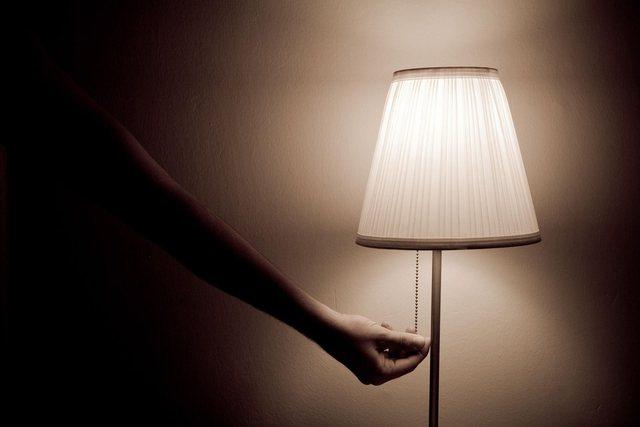 Me drita ndezur apo nën pasionin e errësirës, ja ç'duan shumica e çifteve në dhomën e gjumit? - Marredhenia ne çift