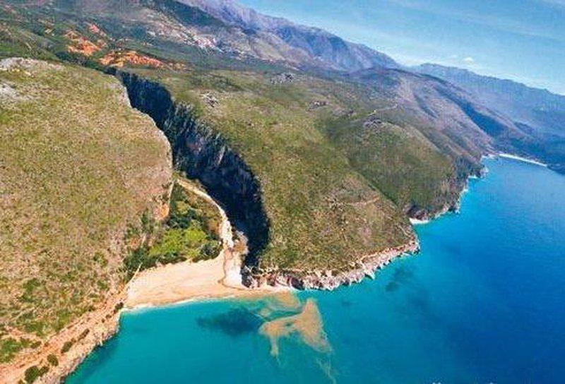 Shpëtohen tre turistët e bllokuar gjermanë në kanionet e Gjirit të ...