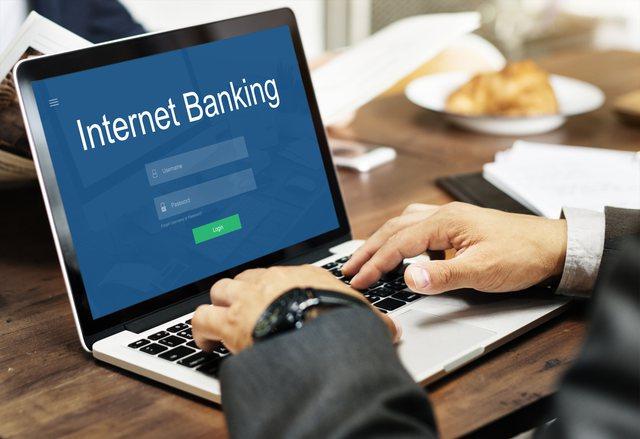 Pandemia rriti me 33% përdorimin e bankës online