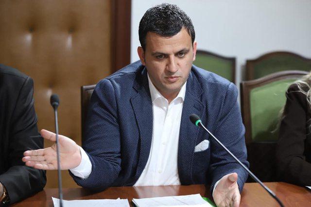 Infektohet me Covid kryebashkiaku i Gjirokastrës! Vetëkarantinohet