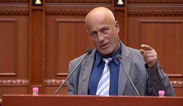 Video/ Fjalimi që u bë viral i deputetit: Kur kisha kaçurrelat