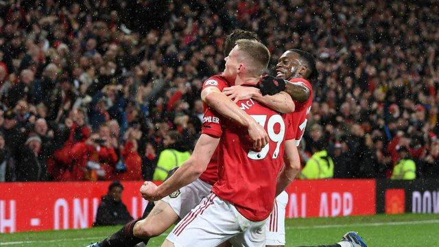 Manchesteri është i kuq, United pranë zonës Champions