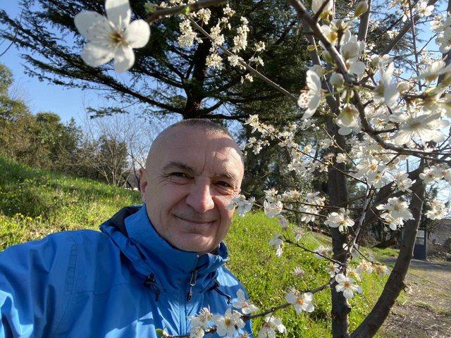 Meta me kode mesazh politik: Lulet po shtohen, pranvera nuk ndalet