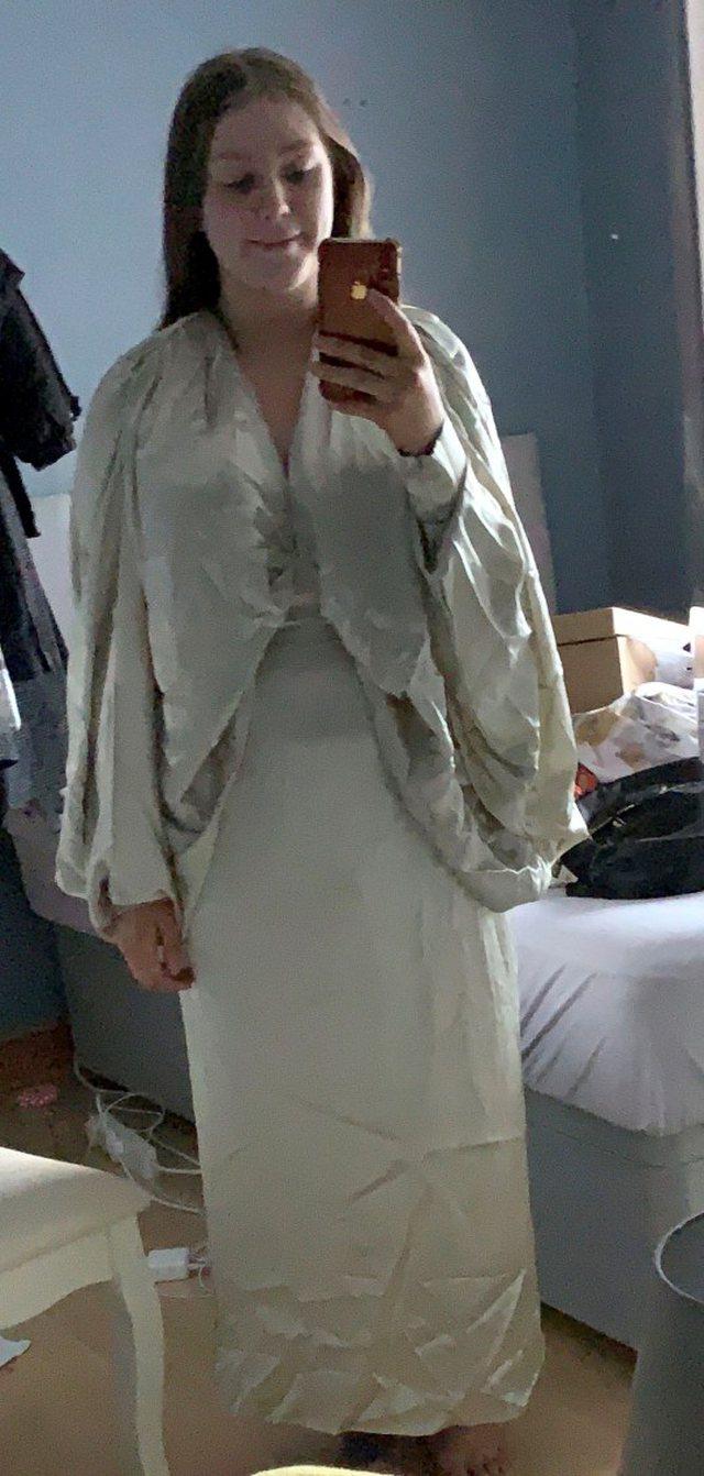 Mendonte se do i vinte kështu fustani, por ja si duket tek 20