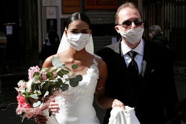 Foto/ Në të mirë e në të keq... Kështu po martohen